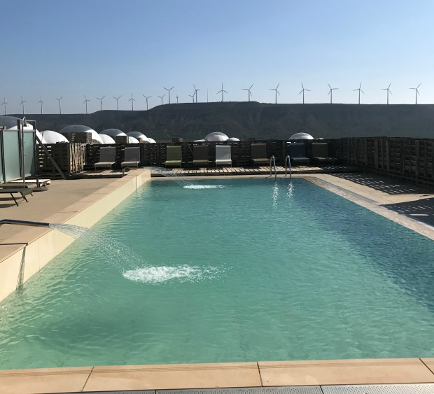 piscina-hotel-aire-de-bardenas